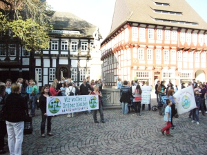 Da wurde vor dem Rathaus noch bei Schulausschuss-Sitzungen demonstriert: Archivfoto vom 17.09.2012