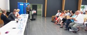 McAllister bei der Kreismitgliederversammlung. Links am Tisch Dr. Roy Kühne.