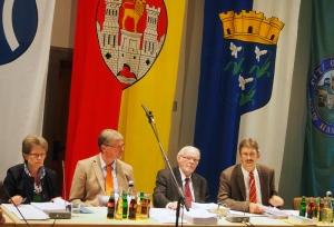 Fachbereichsleiter ohne Bürgermeisterin: Christa Dammes, Gerald Strohmeier, Ratsvorsitzender Bernd Amelung, Albert Deike.