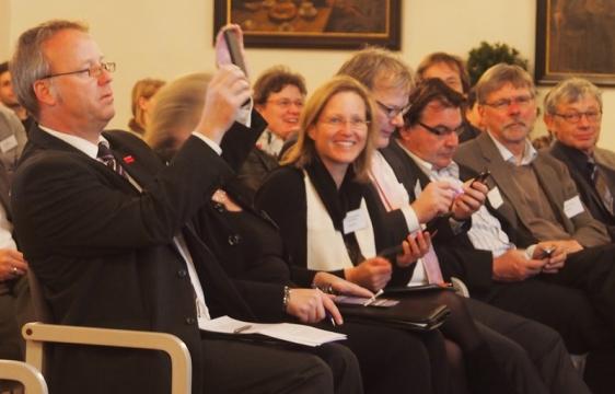 Klaus Becker (Osterode), Dr. Sabine Michalek (Einbeck) und Hans-Erich Tannhäuser (Northeim) zückten die Handys.