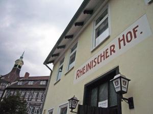 Eine der städtischen Gebäude, die bewirtschaftet werden müssen: der Rheinische Hof in unmittelbarer Nähe des Neuen Rathauses.