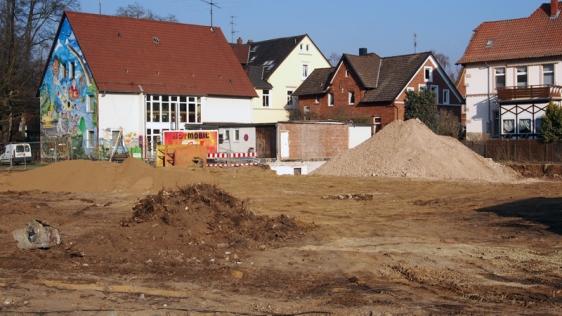Das Haus der Jugend am 14. März 2014, im Vordergrund die Baustelle PS-Speicher-Parkplatz.
