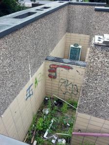 Zur Müllhalde verkommen: der Eingang zur früheren WC-Anlage.