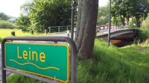 Weil sie baufällig ist, wird die Leinebrücke gesperrt. Eine alternative Verbindung zwischen Garlebsen und Olxheim? Fehlanzeige.