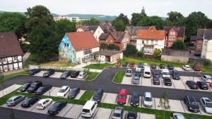 Das Haus der Jugend liegt seit Juli 2014 am Rande des Parkplatzes des PS-Speichers.