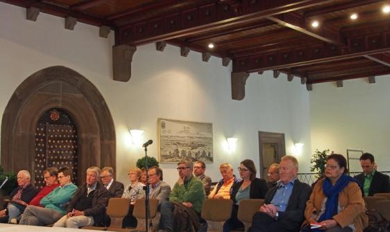 Als Zuhörer bei der Informationsveranstaltung zum Leitbild: Florian Geldmacher, hier ganz rechts zu sehen.