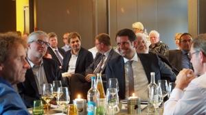 IHK-Diskussion als Abschluss: Uwe Schwarz MdL (l.), Dr. Florian Schröder mit Minister Olaf Lies im Victoria-Saal des PS-Speichers in Einbeck.