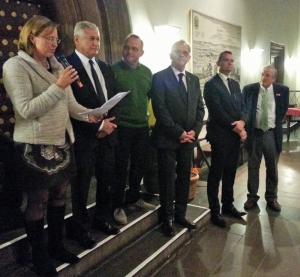 Bürgermeisterin Dr. Sabine Michalek mit ihren Amtskollegen (v.l.) Richard Dell'Agnola (Thiais), Peter Reiter (Wieselburg), Wolfgang Koenen (Artern), Artur Rolka (Paczkow) und Kendell W. Lane (Keene).