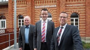 Jörg Richert kandidiert bei der Landratswahl als Unabhängiger, die FDP unterstützt ihn, hier Kreisvorsitzender Christian Grascha und Fraktionschef Irnfried Rabe.