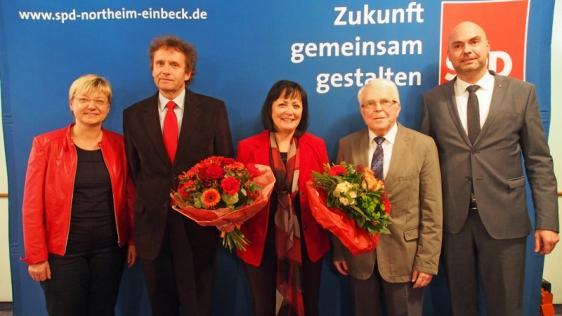 SPD setzt einstimmig auf Astrid Klinkert-Kittel (Mitte): Frauke Heiligenstadt, Uwe Schwarz, Martin Wehner und Simon Hartmann (v.l.) gratulieren der Landratskandidatin.