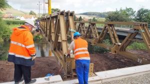 Wurde Anfang September errichtet: die Behelfsbrücke über die Leine. Archivfoto