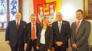 NST-Hauptgeschäftsführer Heiger Scholz, die Bürgermeister Frank Klingebiel (Salzgitter), Dr. Sabine Michalek (Einbeck) und Werner Backeberg (Uetze) sowie NST-Geschäftsführer Dr. Jan Arning.