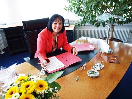 Am neuen Schreibtisch im Kreishaus: Landrätin Astrid Klinkert-Kittel. Foto: Landkreis Northeim