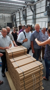 Hartpapprohre: Wie diese hergestellt werden, erfuhr die CDU bei ihrem Besuch.