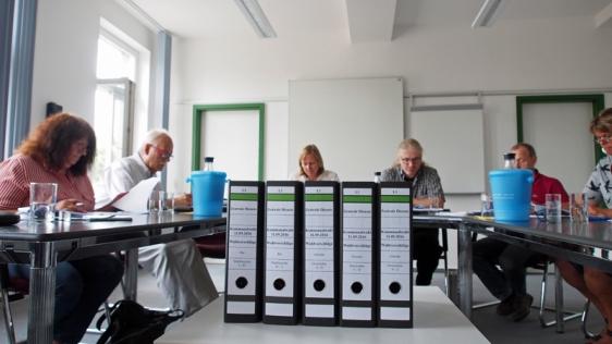 Prüfte die Unterlagen: der Gemeindewahlausschuss der Stadt unter Vorsitz von Bürgermeisterin Dr. Sabine Michalek und Stellvertreter Dr. Florian Schröder.