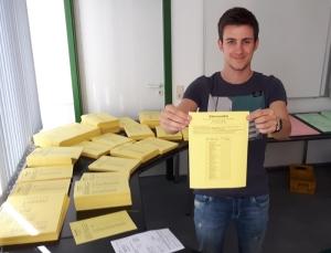 Gelb sind die Stimmzettel für die Ortsratswahl.