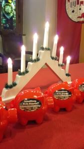 Für die Weihnachtsbeleuchtung in Einbeck wird mit Sparschweinen gesammelt.