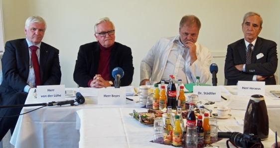 Christian von der Lühe (Mainz), juristischer Gesellschaftrecht-Berater, Beiratsvorsitzender Jochen Beyes (Einbeck), medizinischer Geschäftsführer und Gesellschafter Dr. Olaf Städtler und Gesellschafter Michael Heraeus (Drüber).