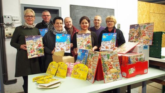 CDU spendet Adventskalender für Kinder der Tafelempfänger (v.l.)
